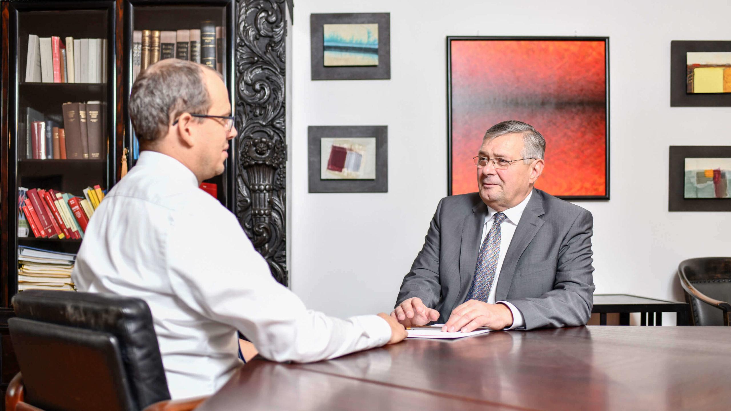 Anwälte beim Meeting - Dr. Heinrich Nagl und Mag. Timo Ruisinger - Rechtsanwälte in 3580 Horn